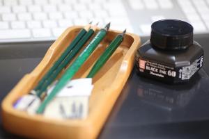 鉛筆、Gペン
