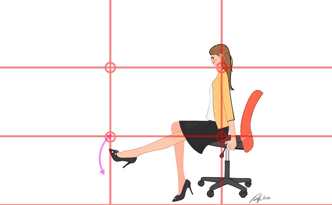 オフィスで、椅子に座ったまま足のむくみを取る運動をする女性